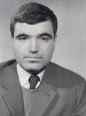 В 1974 году покончил жизнь самоубийством талантливый поэт и драматург Геннадий Шпаликов
