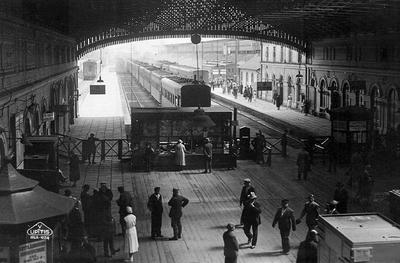 В 1857 году состоялась торжественная церемония освящения места возведения первого железнодорожного вокзала в Риге