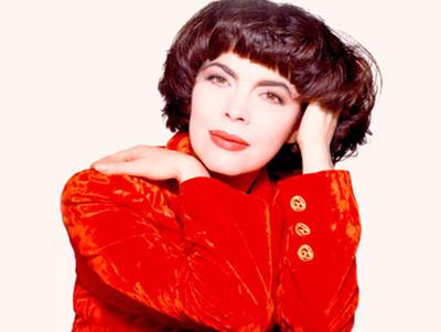 21 ноября в 1965 году на французской эстраде зажглась новая звезда Мирей Матье
