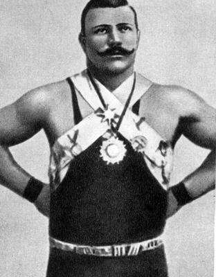 5 ноября в 1880 году родился чемпион России по тяжелой атлетике Иван Заикин