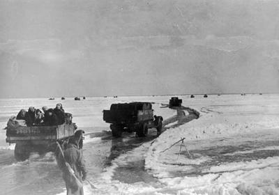 20 ноября в 1941 году начала действовать знаменитая ленинградская Дорога жизни