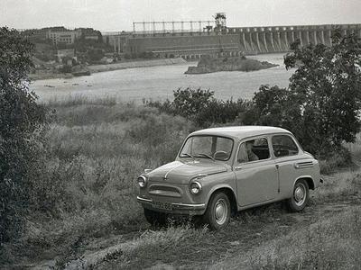 В 1960 году выпустил первую партию автомобилей «Запорожец»