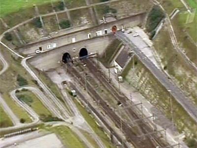 В 1994 году открыли железнодорожный тоннель под проливом Ла-Манш