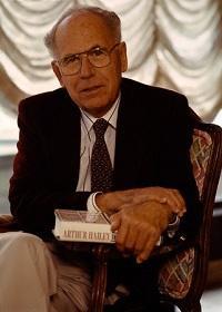 Канадский писатель Артур Хейли