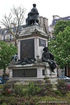 В 1883 году на парижской площади Мальзерб был открыт памятник Александру Дюма-отцу