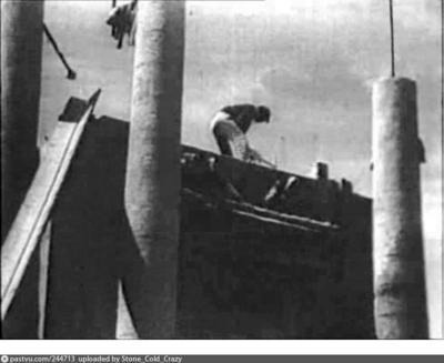 В 1927 году в Москве начался снос Красных ворот