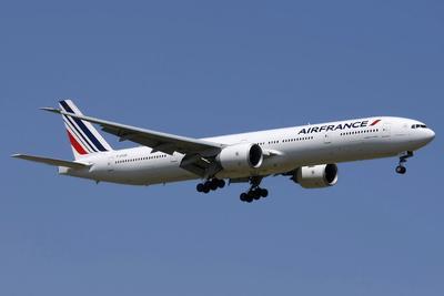 """В 1994 году прошел первый четырехчасовой испытательный полет американского пассажирского самолета """"Боинг-777"""""""