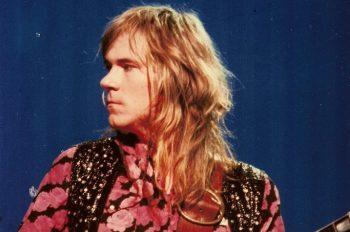 10 ноября в 1947 году родился американский гитарист Глен Бакстон