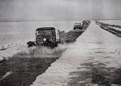 В 1942 году Ладожская ледовая трасса была официально закрыта