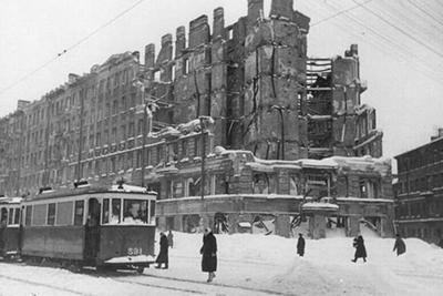 В 1942 году в осажденном Ленинграде было восстановлено трамвайное движение