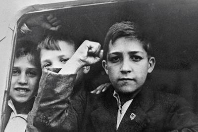 В 1937 году в Ленинград прибыла первая группа испанских детей