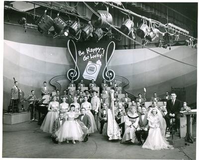 В 1935 году на американском радио появился первый в мире хит-парад