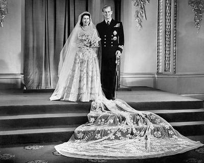 В 1947 году Елизавета II вступила в брак с лейтенантом Филиппом Маунтбеттеном