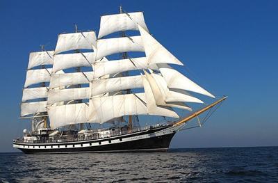 В 1831 году в Петербурге на Охтинском адмиралтействе был заложен 52-пушечный фрегат «Паллада»