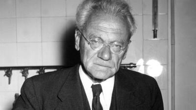 20 ноября в 1886 году родился австрийский зоолог Карл фон Фриш