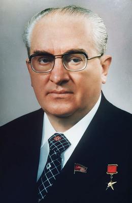 В 1983 году Пленум ЦК КПСС во главе с Андроповым наметил смену политического курса