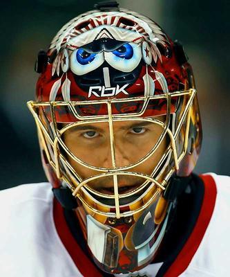 В 1959 году маска стала обязательным атрибутом экипировки хоккейного голкипера