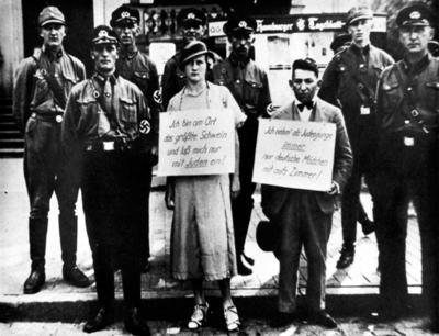 В 1935 году Гитлер объявил о принятии антиеврейских законов