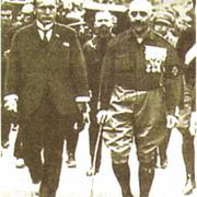 Б. Муссолини (слева) во главе «похода на Рим»