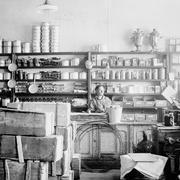 В 1945 году в Берлине и других городах советской зоны оккупации была введена карточная система снабжения продовольствием
