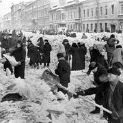 В 1941 году гитлеровские войска замкнули кольцо блокады вокруг Ленинграда