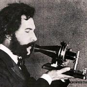 Александр Белл получил патент на телефон