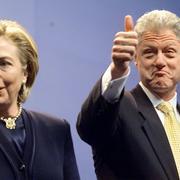 В 2000 году с Билла и Хиллари Клинтон были сняты обвинения по делу об Уайтуотере