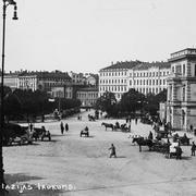 В 1922 году Владимир Маяковский выехал в Ригу