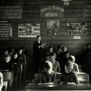 В 1938 году подписано постановление об обязательном изучении русского языка