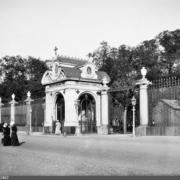 В 1866 году у решетки Летнего сада была заложена часовня