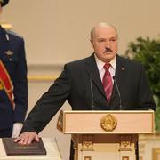 24 ноября в 1996 году на референдуме более 70% населения поддержало конституцию Александра Лукашенко