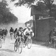 7 ноября в 1869 году была проведена первая в мире междугородная велогонка
