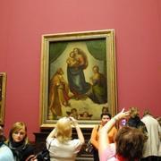 В 1955 году в Москве открылась выставка картин Дрезденской галереи