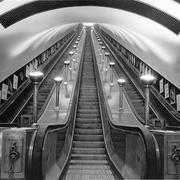 В 1911 года на одной из станций лондонского метро был введен в эксплуатацию первый эскалатор