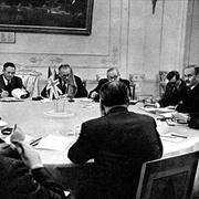 В 1954 году в Париже представители СССР, США, Великобритании и Франции договорились о прекращении оккупации Германии