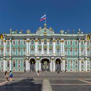 В 1754 году в Петербурге началось строительство Зимнего дворца