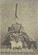 Император Мэйдзи в традиционном облачении