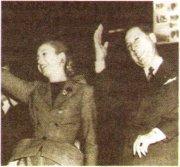 X. Д. Перон (справа) и Е. Перон на митинге